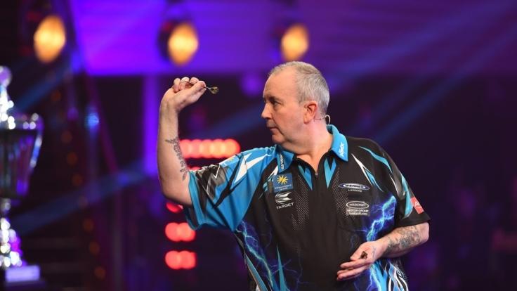 Rekord-Weltmeister Phil Taylor spielt bei der Promi-Darts-WM an der Seite von Sternekoch Frank Rosin.