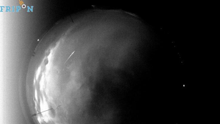 Die All-Sky-Kamera auf dem Dach des Universitägsgebäudes in wechloy registrierte den Feuerball trotz des stark bedeckten Himmels. (Foto)