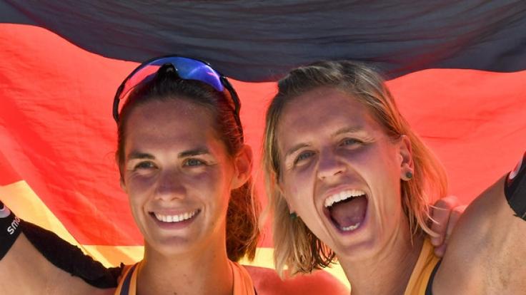 Laura Ludwig (r) und Kira Walkenhorst wollen auch in Hamburg erfolgreich sein.