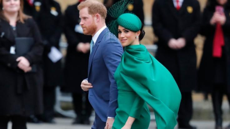 Royals-Biografin Angela Levin findet: Prinz Harry und Meghan Markle benehmen sich wie verwöhnte Teenager.