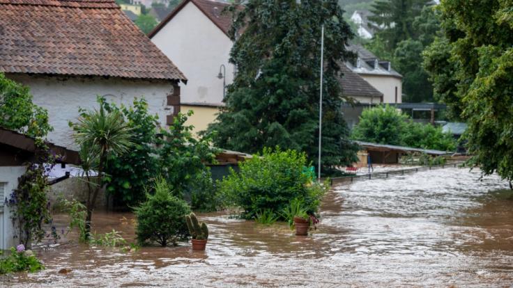 Zahlreiche TV-Sender berichten in Sondersendungen über die dramatischen Folgen der Flutkatastrophe in Deutschland. (Foto)