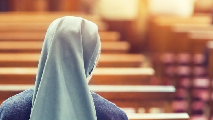 Nonnen werden von Priestern auf Missionsreisen vergewaltigt. (Symbolfoto)