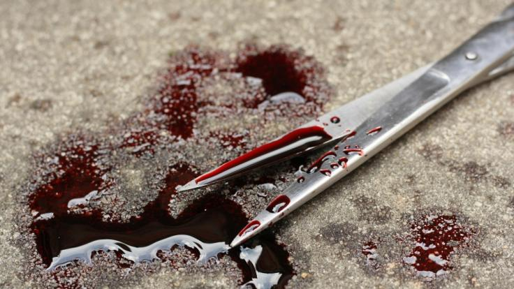 In den USA hat ein Mann dem Geliebten seiner Frau mit einer Schere den Penis abgeschnitten. (Symbolbild) (Foto)