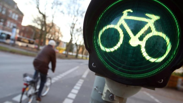 Freie Fahrt: Sind keine speziellen Radampeln vorhanden, gelten für Radler ab 2017 nicht die Fußgänger-, sondern die Fahrverkehrsampeln. (Foto)