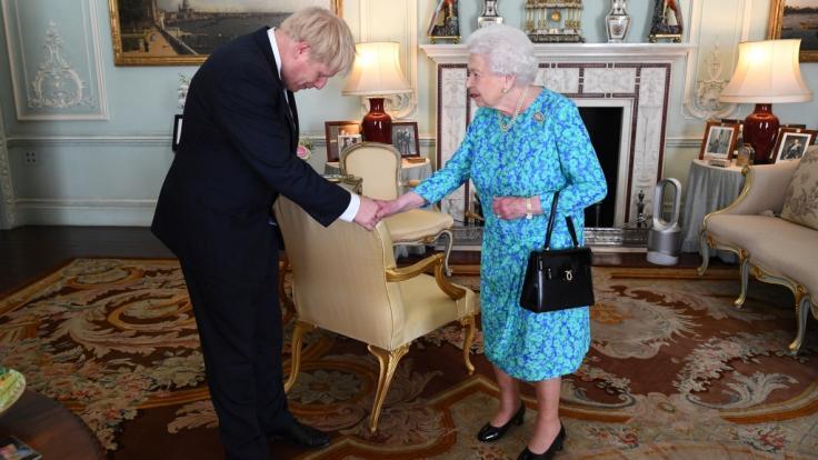 Queen Elizabeth könnte Boris Johnson auch eigenmächtig entlassen. (Foto)