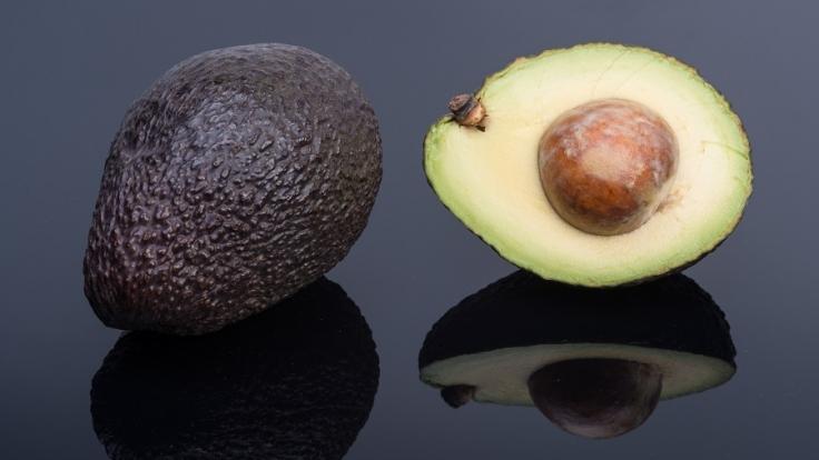 Avocados enthalten zwar viele Fette, jedoch die von der guten Sorte. (Foto)