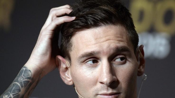Mit einer schockierenden Aktion nutzt die Terrororganisation ISIS Fußballstar Lionel Messi für ein Drohplakat. (Foto)