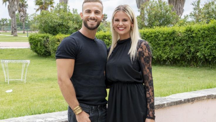 """Julian Evangelos und Stephanie Schmitz sind Promi-WG-Bewohner in """"Das Sommerhaus der Stars"""". (Foto)"""