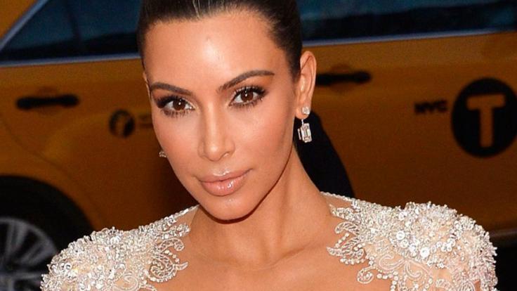 Kim Kardashian zeigt ihre Extrem-Kurven im Netz.