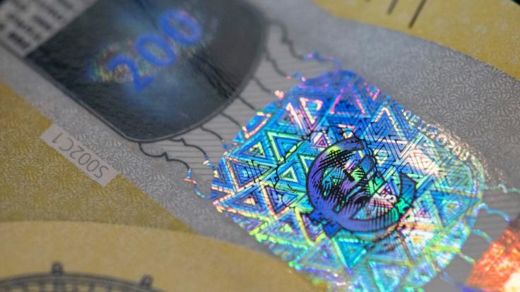 Die neuen Geldscheine haben neue Sicherheitsmerkmale.