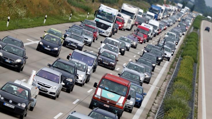 Die Autobahn A9 bei Leipzig ist nach einem Unfall komplett gesperrt. (Symbolbild) (Foto)