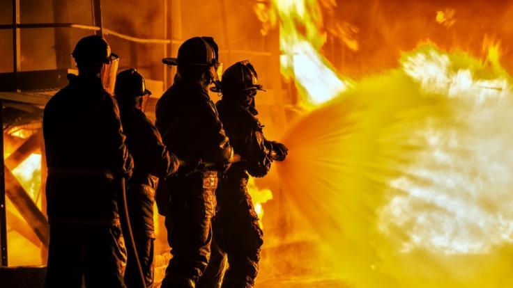 In Durlangen brennt eine Lagerhalle.