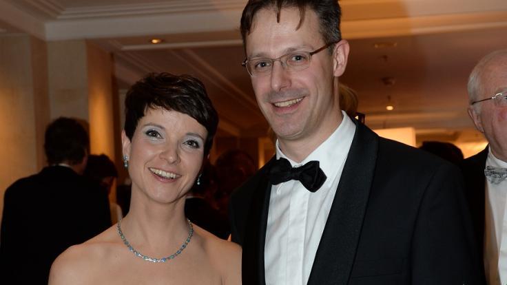Frauke Petry mit ihrem heutigen Mann Marcus Pretzell beim Bundespresseball 2015. (Foto)