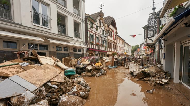 Nach der Flutkatastrophe liegen Häuser, Straßen und Brücken in Trümmern. (Foto)