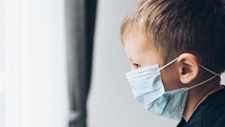 Gesundheitsämter wollen Kinder unter Corona-Verdacht von ihren Eltern isolieren. (Foto)