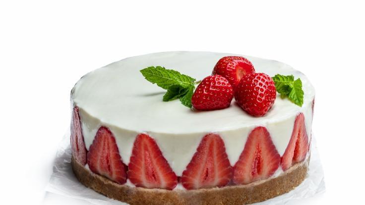 No-Bake-Cheesecake mit Erdbeeren ist nicht nur lecker, sondern auch ganz einfach selbst gemacht.