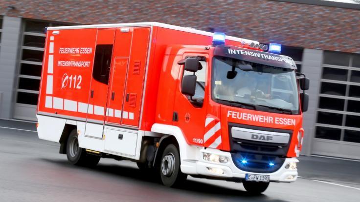 In München musste die Feuerwehr ein Kind retten, das sich die Hand in einem Getränkehalter eingeklemmt hatte (Symbolfoto). (Foto)