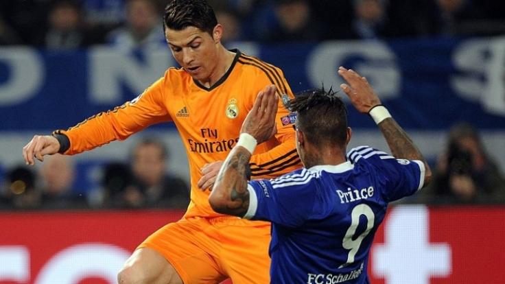 Übermächtiger Gegner: Reals Cristiano Ronaldo gegen Schalkes Kevin-Prince Boateng.