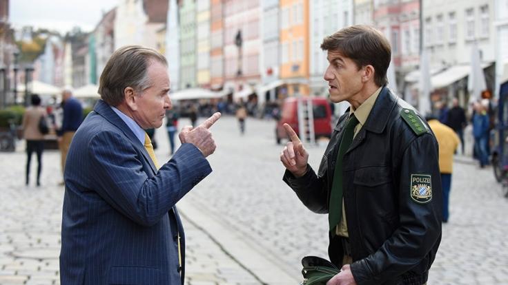 """""""Um Himmels Willen"""": Wöller (Fritz Wepper, l.) will, dass Polizist Meier (Lars Weström, r.) sich Ederer schnappt. (Foto)"""