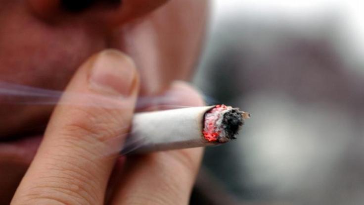 In Deutschland gibt es jährlich 3000 Neuerkrankungen an Kehlkopfkrebs. Risikoursache Nummer eins ist das Rauchen. (Foto)