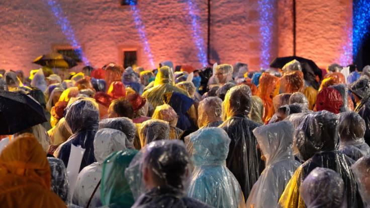 """Die Open-Air-Show """"Schlager des Sommers"""" musste vergangenen Samstag abrupt unterbrochen werden, da Gewitter und Starkregen über den Veranstaltungsort zogen. (Foto)"""