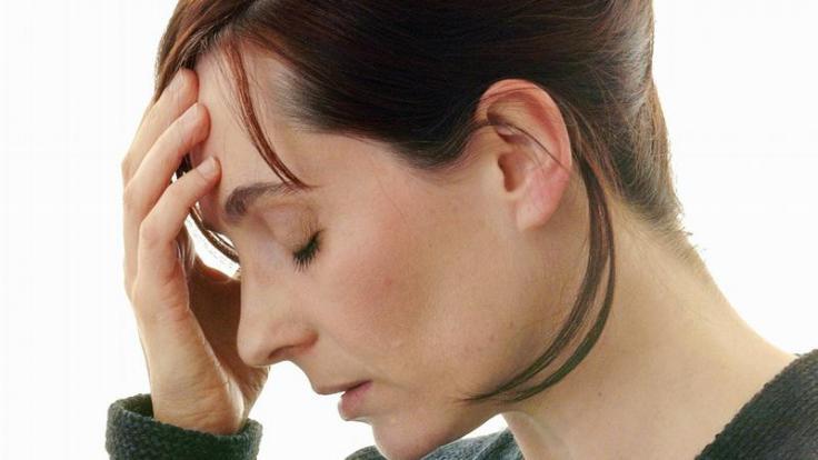 Kopfschmerzen, Schwindel, Übelkeit und Müdigkeit - die Symptome der Reisekrankheit (Kinetose) sind vielfältig. (Foto)