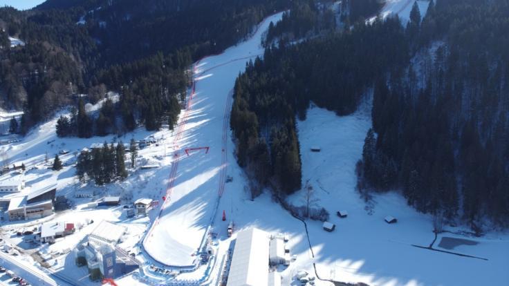 Die Aki-alpin-Damen treffen sich in Garmisch-Partenkirchen.