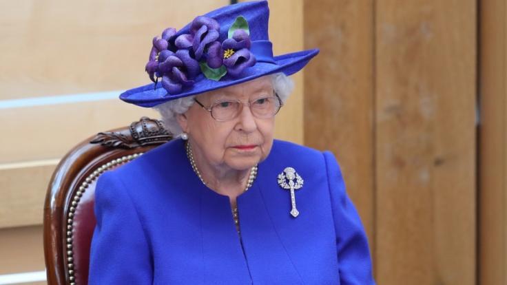 Jetzt wird es bissig: Die Queen soll ein Vampir sein. (Foto)