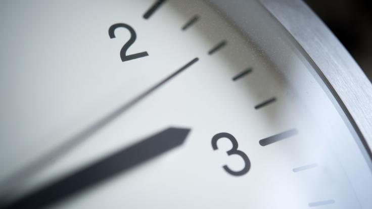 Im Europaparlament in Brüssel soll erneut über die Abschaffung der Zeitumstellung abgestimmt werden (Symbolfoto).