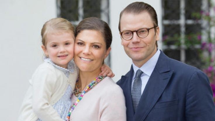 Prinzessin Victoria von Schweden lebt mit ihrem Ehemann Prinz Daniel und den gemeinsamen Kindern Prinzessin Estelle und Prinz Oscar auf Schloss Haga im schwedischen Solna.