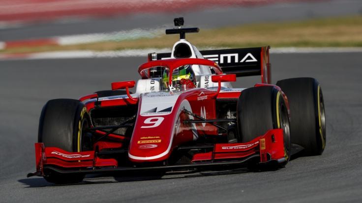 Mick Schumacher, Sohn von Rennsport-Legende Michael Schumacher, hat den Aufstieg in die Formel 2 geschafft.