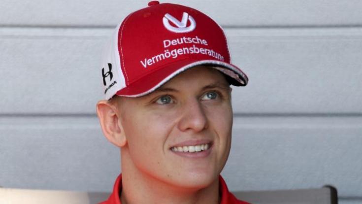 """Die Nachrichten des Tages auf news.de:Mick Schumacher: Vor Formel-1-Debüt: Schumi-Managerin spricht von """"Happy End"""" (Foto)"""