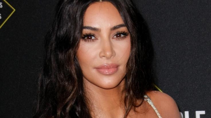 Kim Kardashian sattelt auf. (Foto)
