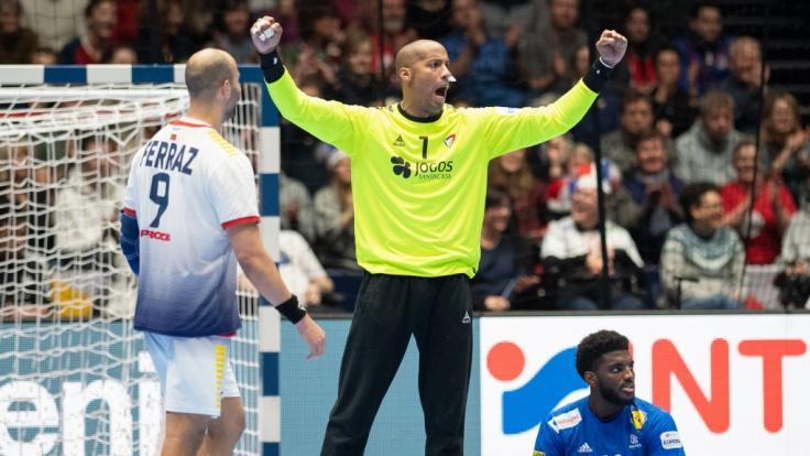 Die Nachrichten des Tages auf news.de: Herzinfarkt mit 32! Handball-NationalspielerAlfredo Quintana Bravo gestorben (Foto)
