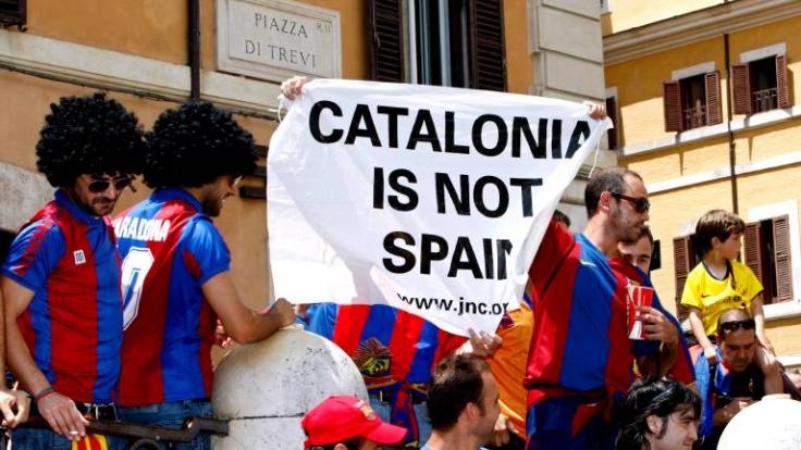Diese Fans des FC Barcelona fordern eine Unabhängigkeit Kataloniens. (Foto)