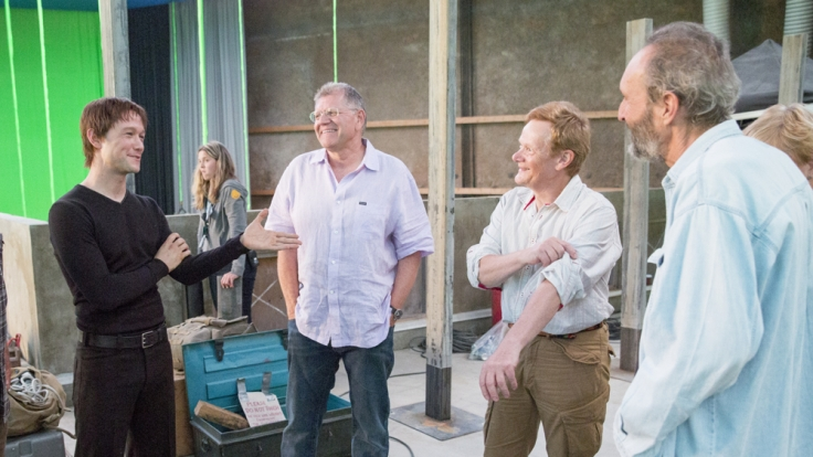 Philippe Petit (r.) am Set mit Joseph Gordon-Levitt und Robert Zemeckis. (Foto)