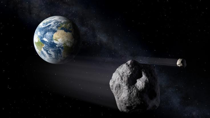 Fast täglich fliegen Asteroiden sehr nah an der Erde vorbei. (Foto)