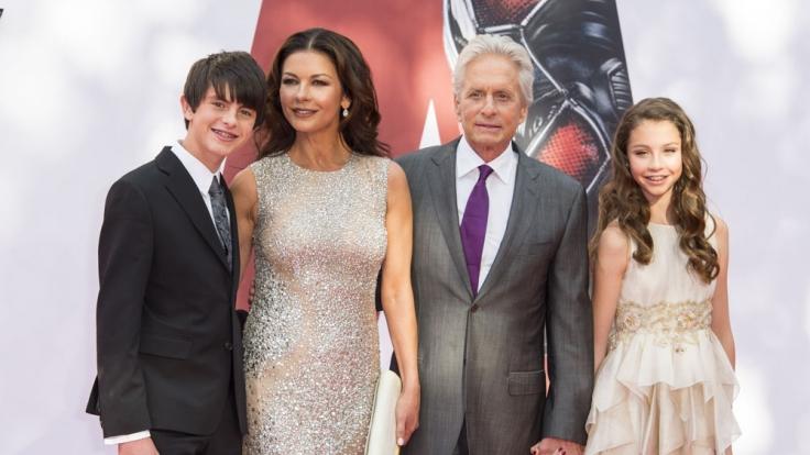 Zur Europapremiere in London brachte Michael Douglas nicht nur Frau Catherine Zeta-Jones mit, sondern auch die Kinder Dylan und Carys. (Foto)
