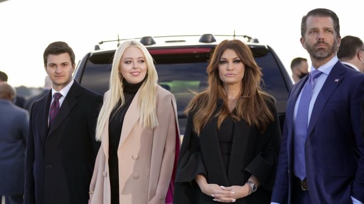 Tiffany Trump und ihr Verlobter Michael Boulos (l), und Donald Trump Jr. und seine Freundin Kimberly Guilfoyle. (Foto)