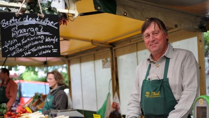 Auf dem Wochenmarkt werden die Waren frisch und überwiegend aus regionaler Produktion angeboten. (Foto)