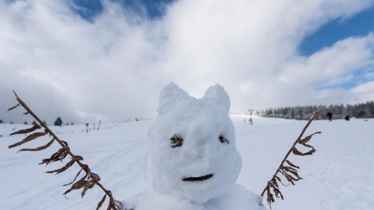 Ein Schneemann auf dem Feldberg im Schwarzwald.