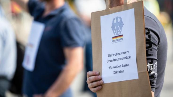 Die Nachrichten des Tages auf news.de:Bundesverfassungsgericht entscheidet: Corona-Regeln verletzen Grundrechte