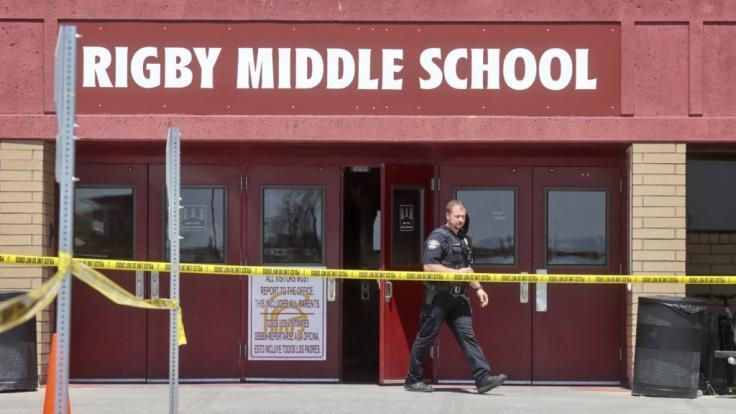 Eine Sechstklässlerin hat nach Polizeiangaben in einer Schule im US-Bundesstaat Idaho um sich geschossen und dabei zwei Mitschüler sowie einen Erwachsenen getroffen.