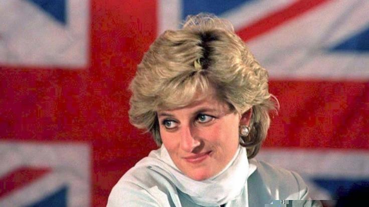 Mehr als zwei Jahrzehnte nach dem tragischen Unfalltod von Prinzessin Diana tauchen immer wieder wüste Verschwörungstheorien über die verstorbene Ex-Frau von Prinz Charles auf. (Foto)