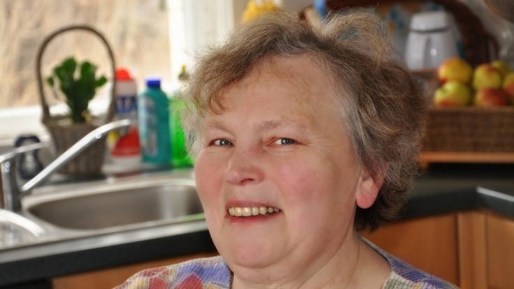 Eva Groß ist zufrieden mit ihrem Leben im Pfarrhaus. (Foto)