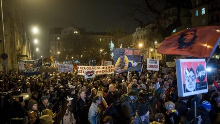 Proteste gegen die Orban-Regierung in Ungarn (Foto)
