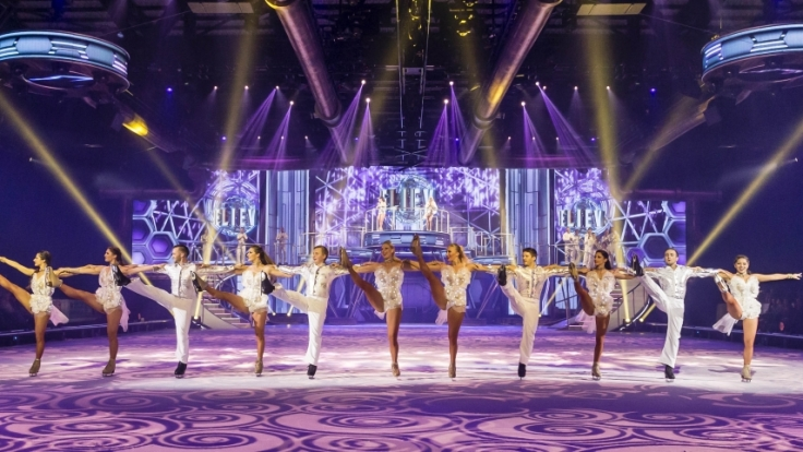 Prunkvolle Kostüme und spektakuläre Lichteffekte machen die Show zu einem besonderen Erlebnis.