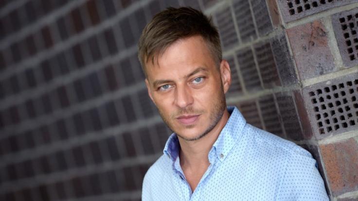 Der Schauspieler Tom Wlaschiha wurde durch die Erfolgsserie