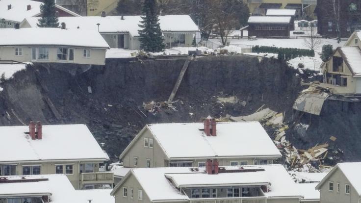 Ein Erdrutsch hat in der Stadt Ask zahlreiche Häuser beschädigt. Nach dem Erdrutsch im Süden Norwegens sind mehr als 150 Menschen in Sicherheit gebracht worden. (Foto)