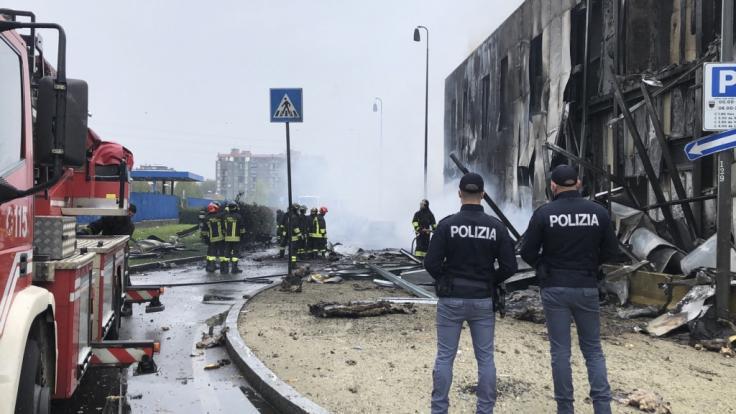 Bei dem Absturz eines Kleinflugzeuges in Mailand sind acht Personen ums Leben gekommen, darunter ein Kind und ein 68-jähriger Milliardär. (Foto)